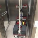 Glastransportwagen im Fahrstuhl Platzsparend